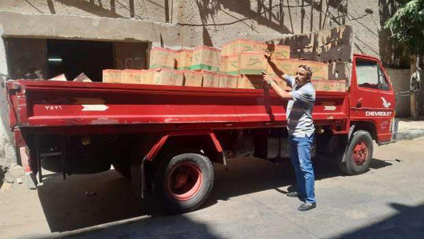 تموين وسط الإسكندرية تضبط سيارة بها 1800زجاجة زيت تموين بدون فواتير