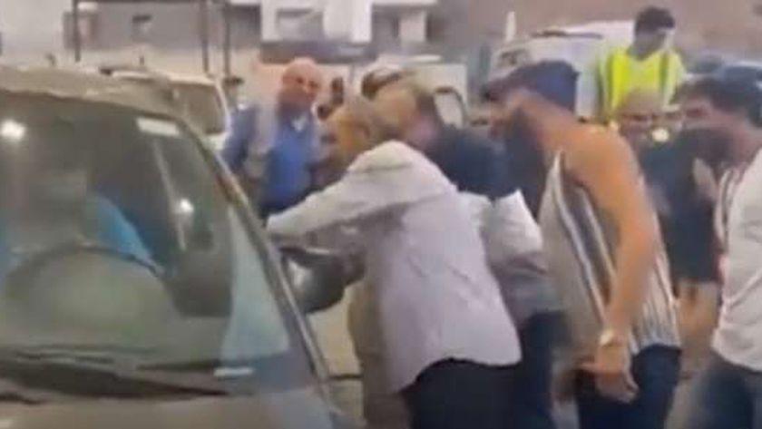 لبناني يتنكر في زي أمراءة