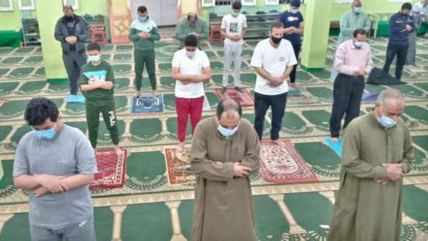 صلاة التراويح قبل صلاة عيد الفطر