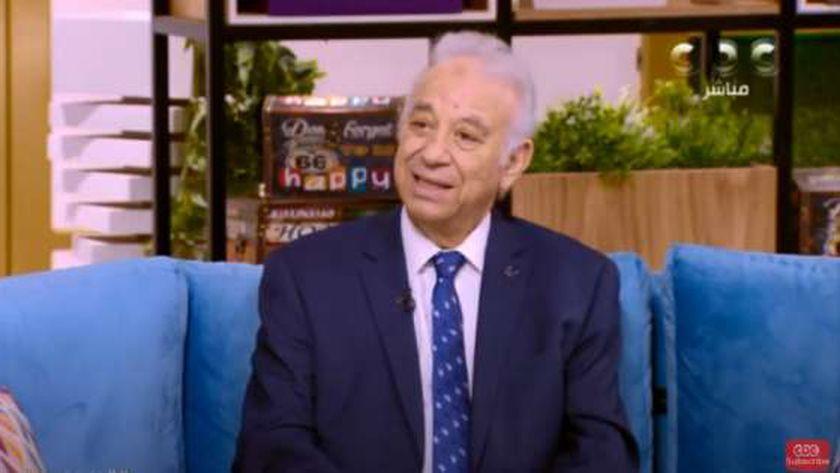 الدكتور عادل خطاب.. عضو اللجنة العليا للفيروسات