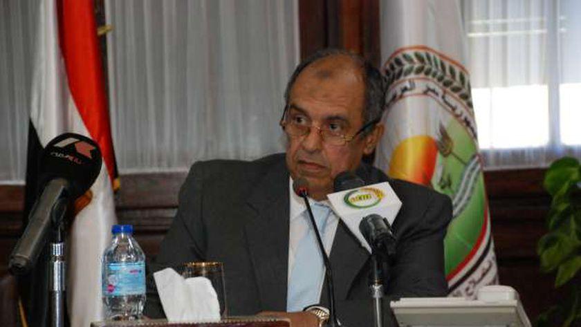 الدكتور عز الدين ابوستيت وزير الزراعة واستصلاح الأراضي