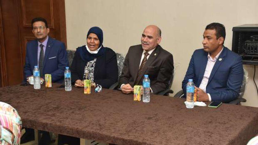 رئيس جامعة الأقصر في كلية الألسن