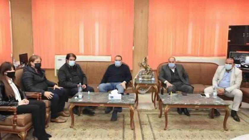 محافظ الشرقية يلتقي أعضاء النواب والشيوخ للاطلاع على الخطة الاستثمارية