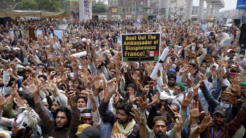 جانب من مظاهرات الجماعة المطالبة بطرد السفير الفرنسي قبل الاتفاق مع السلطات الباكستانية على إنهائها