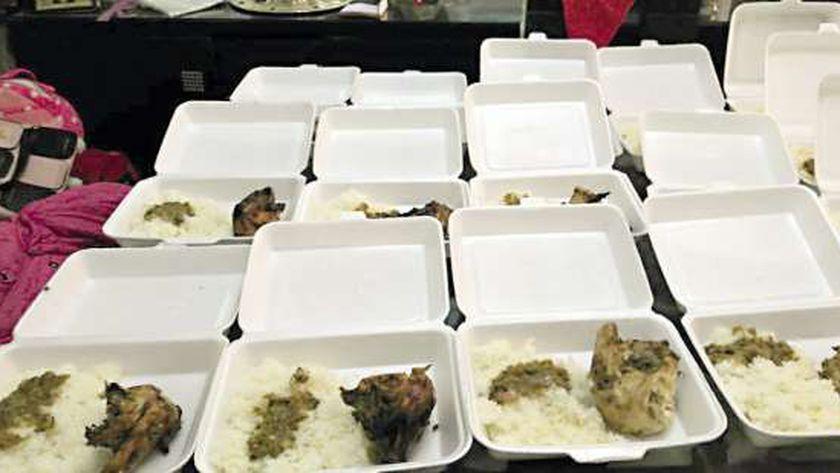 توزيع وجبات طعام