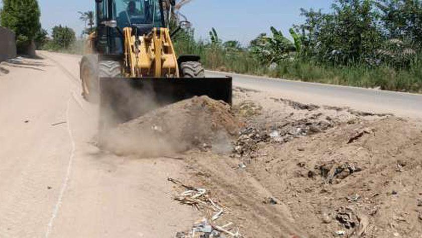 أعمال إزالة المخلفات وتراكمات القمامة.. صورة أرشيفية