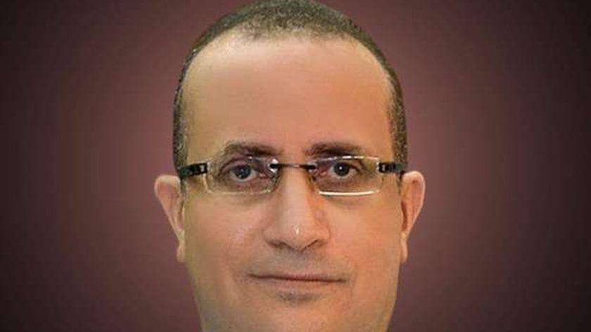 الدكتور علاء عطية عميد كلية الطب ورئيس مجلس إدارة مستشفيات أسيوط الجامعية