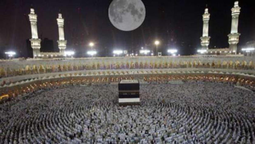 القمر يتعامد على الكعبة