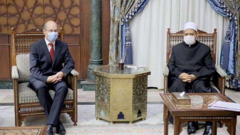 شيخ الأزهر مع سفير المجر