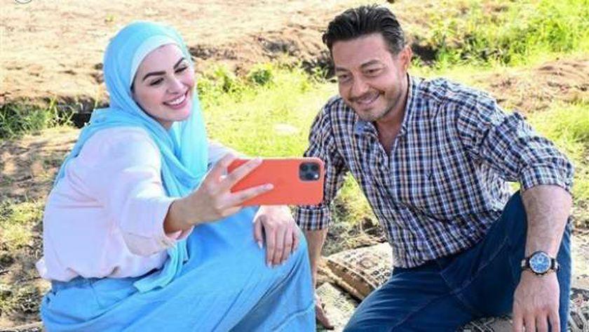 أحمد زاهر وهنادي مهنا في مسلسل «كدبة كبيرة»