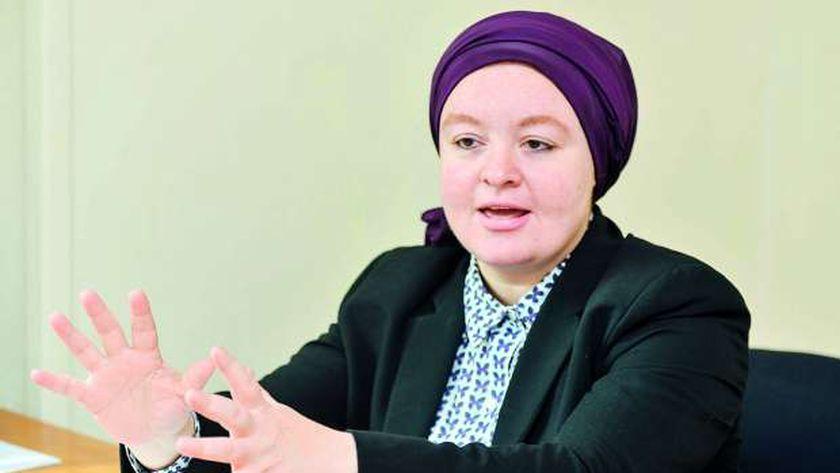 الدكتورة راندا فارس مدير مشروع مودة أثناء حديثها عن اجراءات الحد من الزيادة السكانية