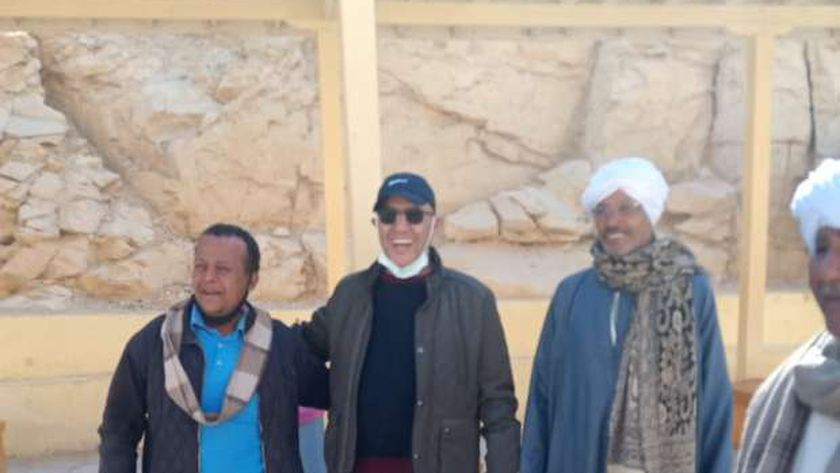 الفنان أشرف عبدالباقي يزور مقبرة توت عنخ