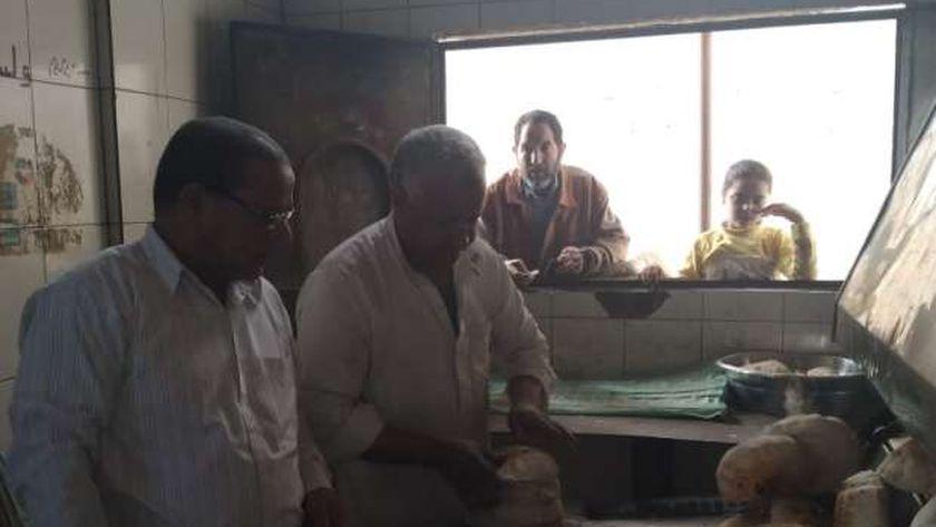 جانب من الرقابة والمتابعة لمخبز بمدينة الحمام بمطروح