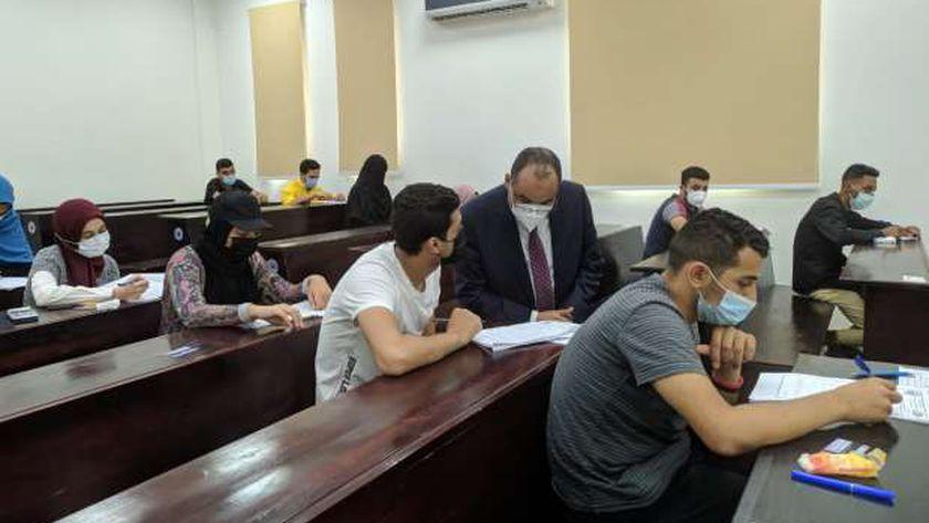 رئيس «بني سويف التكنولوجية» يتفقد امتحانات نهاية العام بالكلية الكورية
