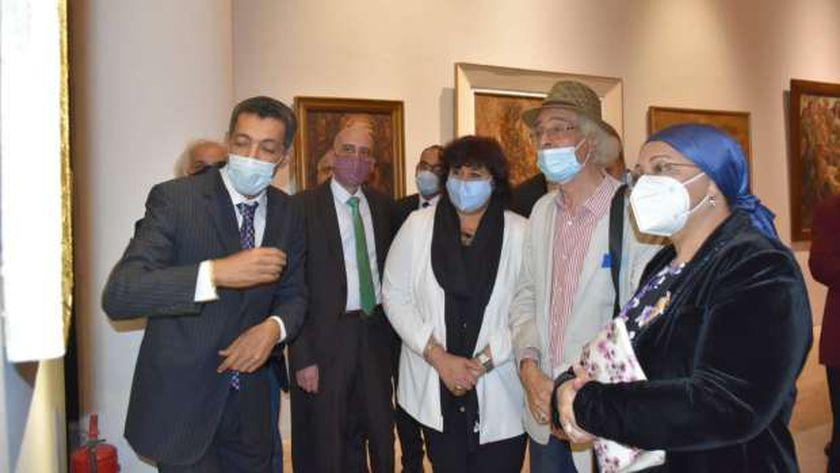 الدكتورة إيناس عبد الدايم وزيرة الثقافة خلال افتتاح متحف الفن الحديث