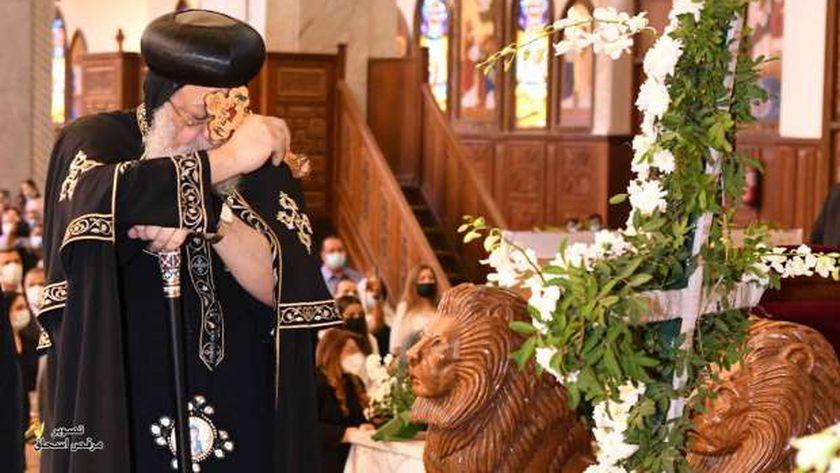 البابا في جنازة الأنبا هدرا