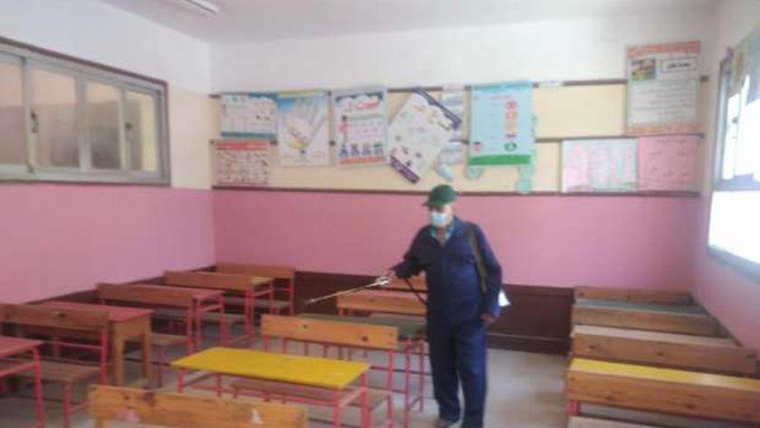تعقيم وتطهير المدارس استعدادا للعام الدراسي الجديد لمواجهة فيروس كورونا