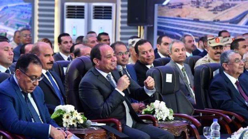 الرئيس خلال إلقاء كلمته أثناء افتتاحه المشروعات