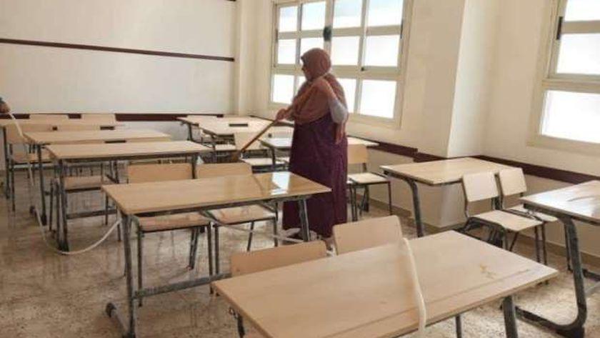 تعقيم اللجان قبل دخول الطلاب