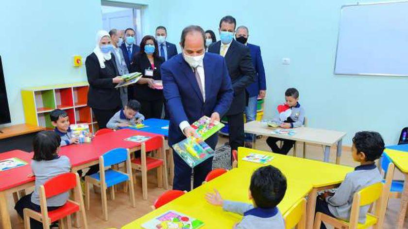 الرئيس السيسي والأطفال