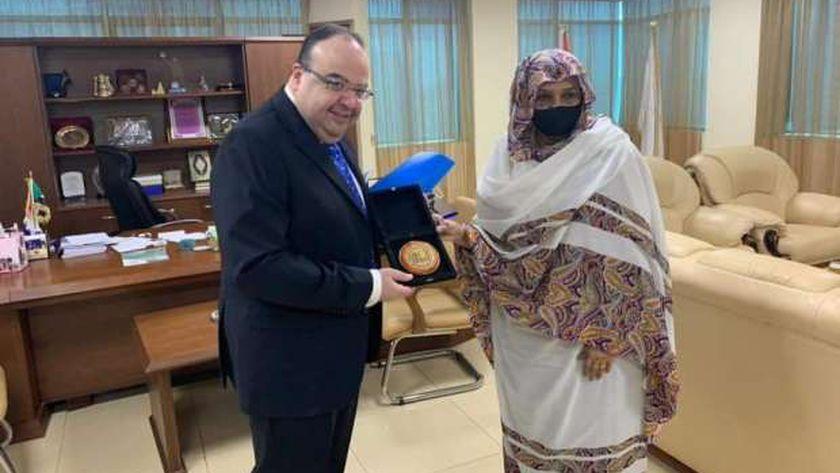 سفير مصر بالخرطوم ووزيرة التعليم السودانية
