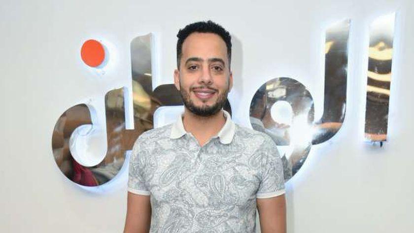الفنان عصام السقا خلال تكريمه في «الوطن» عن دوره في حكاية بيت عز