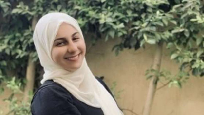 الفنانة ياسمينا العلواني