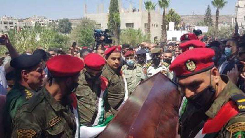 القوات المسلحة الأردنية تشارك بمراسم نقل رفات شهيد في حرب 1967