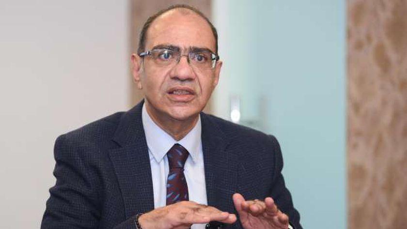 الدكتور حسام حسني رئيس اللجنة العلمية لمكافحة فيروس كورونا المستجد