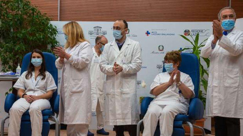 جانب من تطعيم الأطقم الطبية ضد كورونا فى إيطاليا