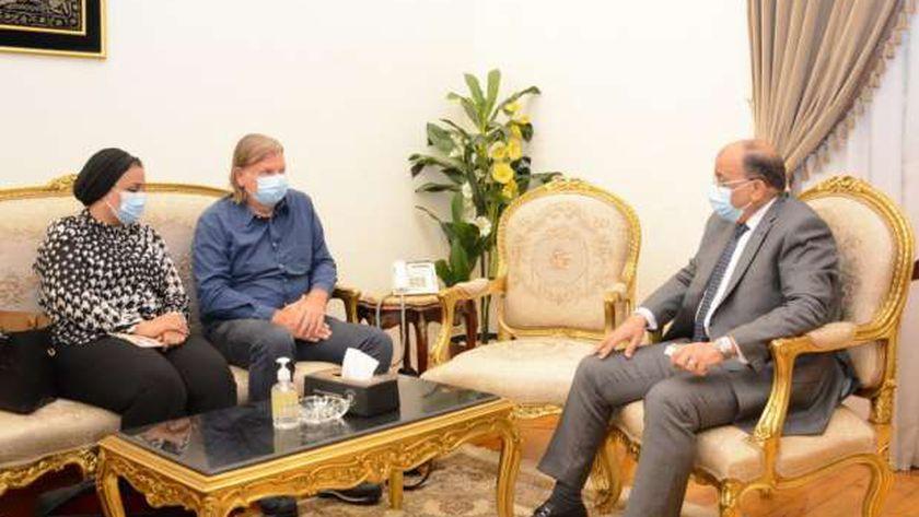 «شعراوى» خلال لقائه مدير المكتب الدائم لاتحاد البلديات الهولندية بمصر