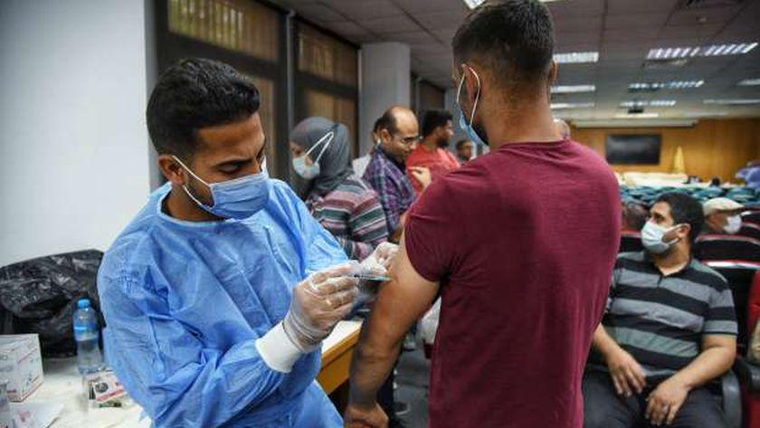 تطعيم الطلاب بجامعة حلوان
