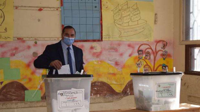 رئيس جامعة سوهاج يدلي بصوته الانتخابي بانتخابات مجلس النواب