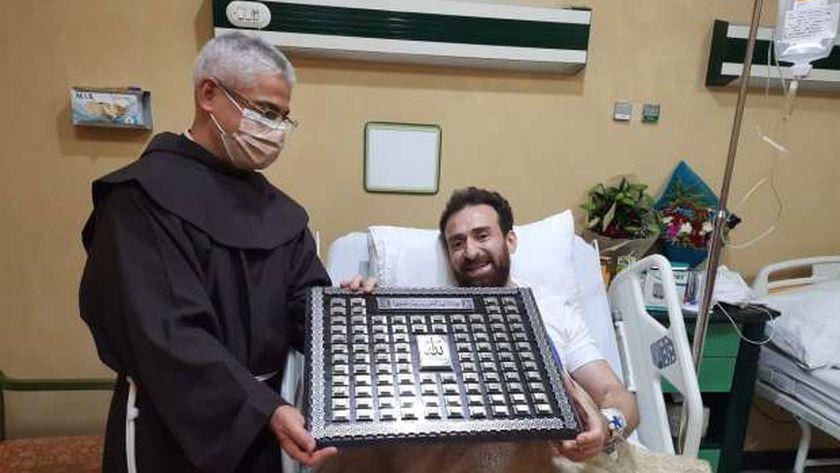 نضال الشافعي وبطرس دانيا داخل المستشفى - أرشيفية