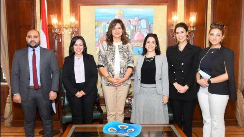 لقاء وزيرة الهجرة بأعضاء مؤسسة حياة كريمة
