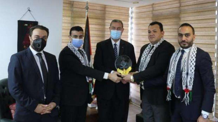 سفير فلسطين  يطلع نواب تنسيقية شباب الأحزاب تطورات العداون الإسرائيلي