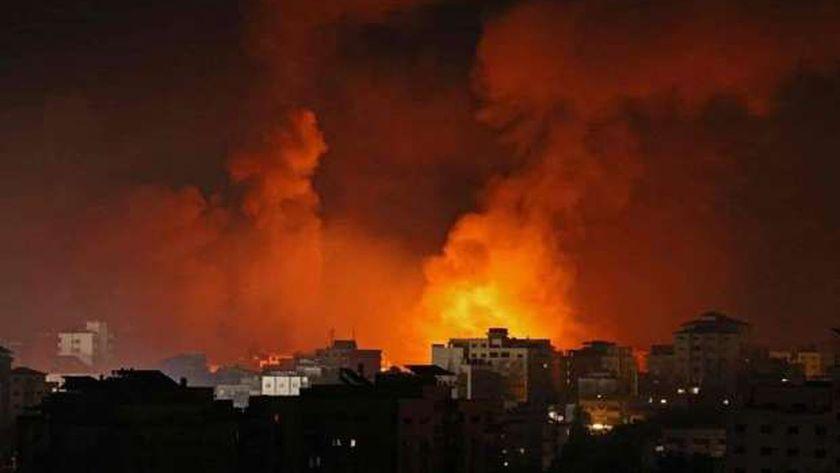 عاجل..غارات إسرائيلية تستهدف محيط مجمع أنصار وساحل الشاطئ في غزة