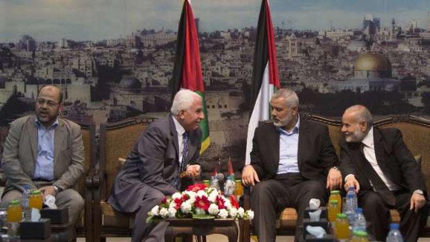 جانب من وفد بين حماس وفتح