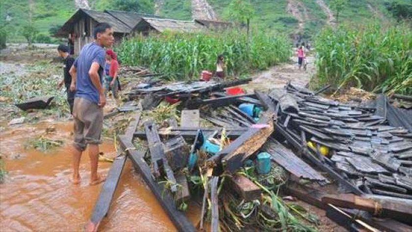 يوم الكوارث.. انهيارات طينية في كوريا.. وغرق عبارة تايلاندية