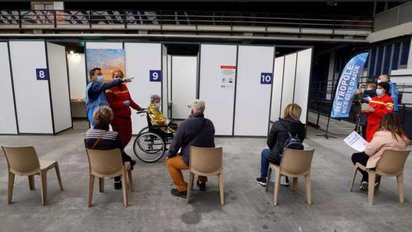 أحد مراكز التطعيم ضد فيروس كورونا في فرنسا