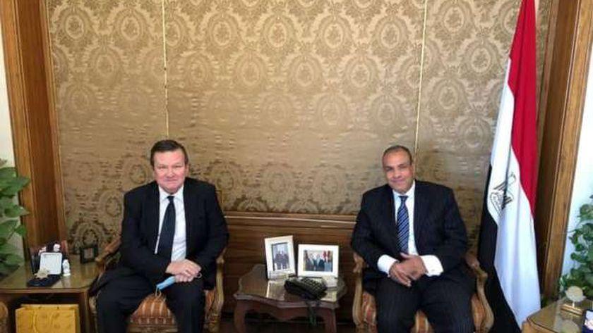 سفير أوكرانيا بالقاهرة إيفهين ميكيتينكو أثناء لقائه مع مساعد وزير الخارجية