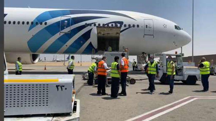 جثمان رجل الأعمال أحمد بهجت يصل المطار بطائرة خاصة قادما من أمريكا