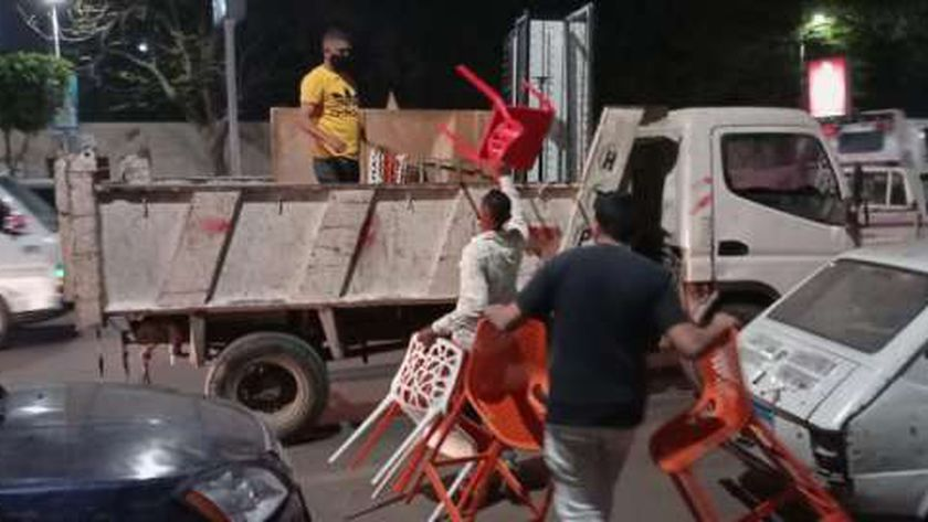 خلال الحملات التي شنتها اجهزة محافظة الجيزة لاعادة الانضباط بالشارع