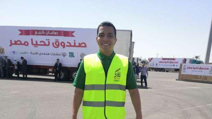 مصطفى خلال تطوعه بأحد فعاليات صندوق تحيا مصر