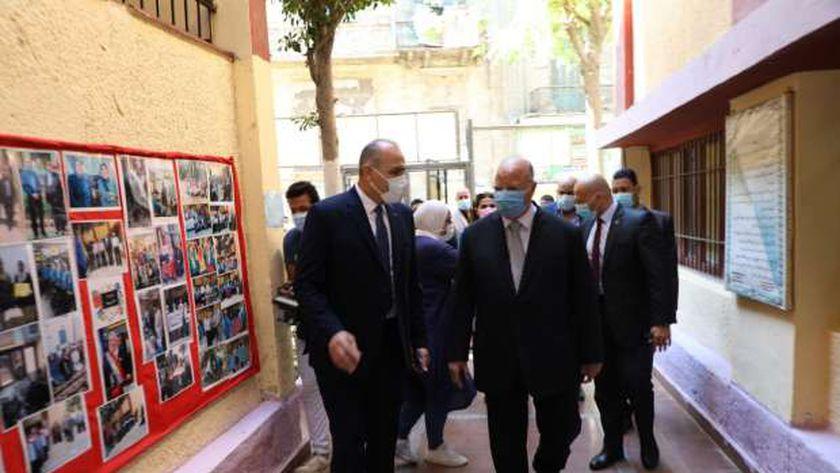 محافظ القاهرة يطمئن أولياء الأمور: اتخذنا كافة الإجراءات لحماية الطلاب