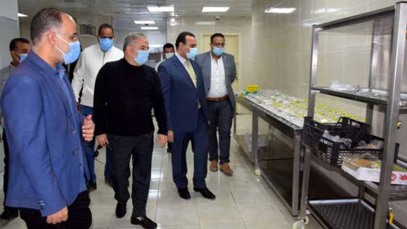 جانب من جولة نائب محافظ الأقصر بمستشفى العديسات