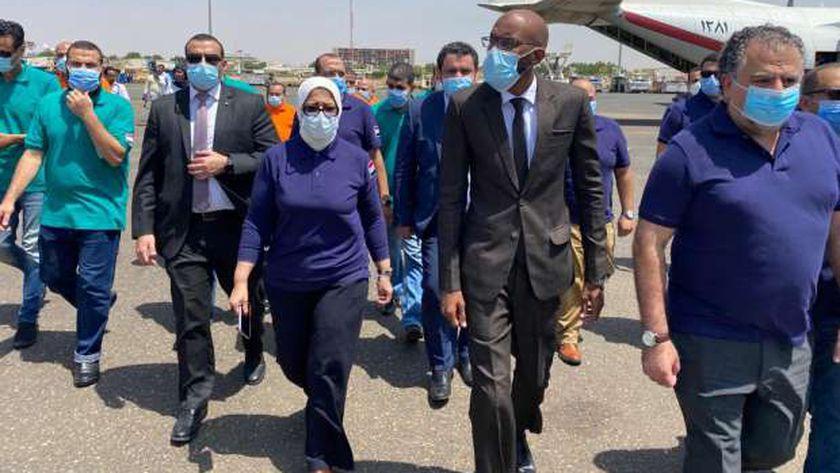 وزير الصحة السوداني مع الدكتورة هالة زايد وزيرة الصحة المصرية