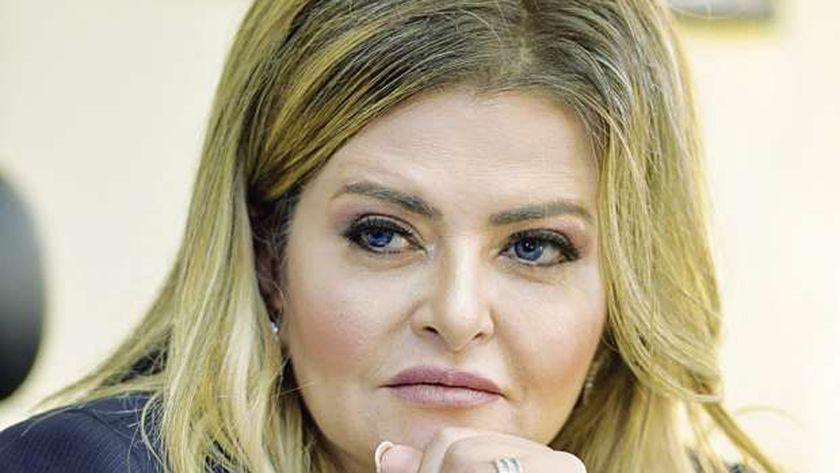 دينا عبدالفتاح
