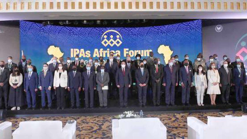 «مدبولى» يتوسط المشاركين فى منتدى رؤساء الهيئات الاستثمارية الأفريقية الأول فى شرم الشيخ