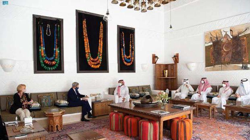 لقاء ولي العهد السعودي محمد بن سلمان مع المبعوث الأمريكي للمناخ جون كيري